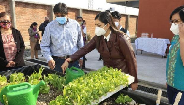 Ayuntamiento de Puebla entrega huertos escolares a favor de la seguridad alimentaria