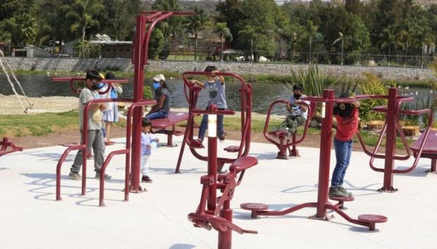Ayuntamiento de Puebla entrega gimnasio al aire libre en inspectoría Buena Vista Tetela